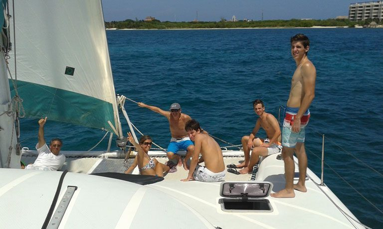 catamaran charter cancun